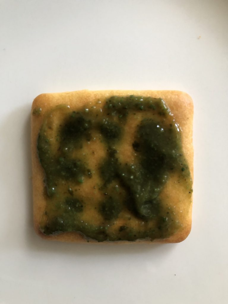apply chutney on biscuit