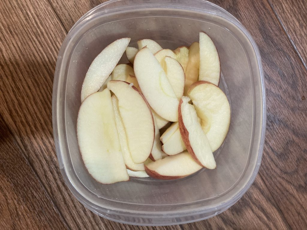 Apple nachos - Place sliced apples in bowl and add lemon juice